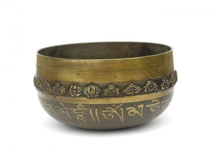 "Gegossene Klangschale 980 Gr. mit Buddha-Gravur ""Shakyamuni"""